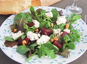 Salată Cu Sfeclă Roşie Şi Brânză De Capră