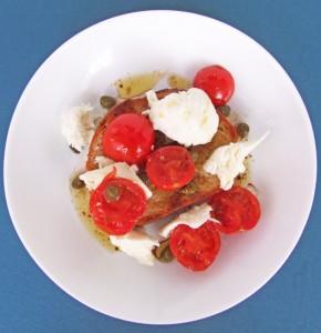 Chefless Monday: Sandwich Cu Mozzarella, Roşii Şi Capere