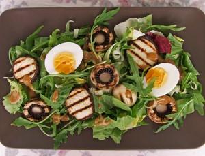 Salată Cu Legume Grill Şi Ou