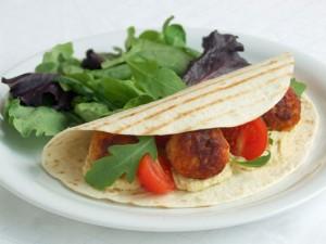 Tacos Cu Chiftele De Pui Şi Hummus